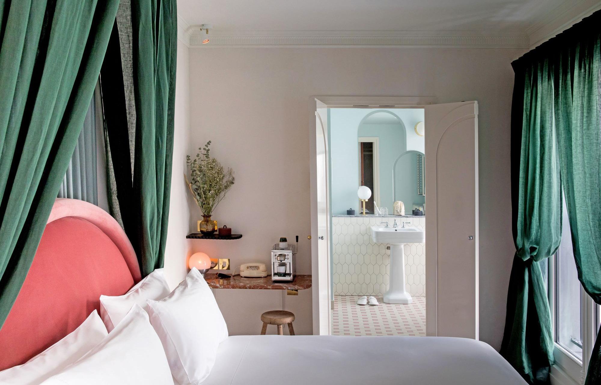 13 дизайн-идей для спальни, подсмотренных в отелях Парижа