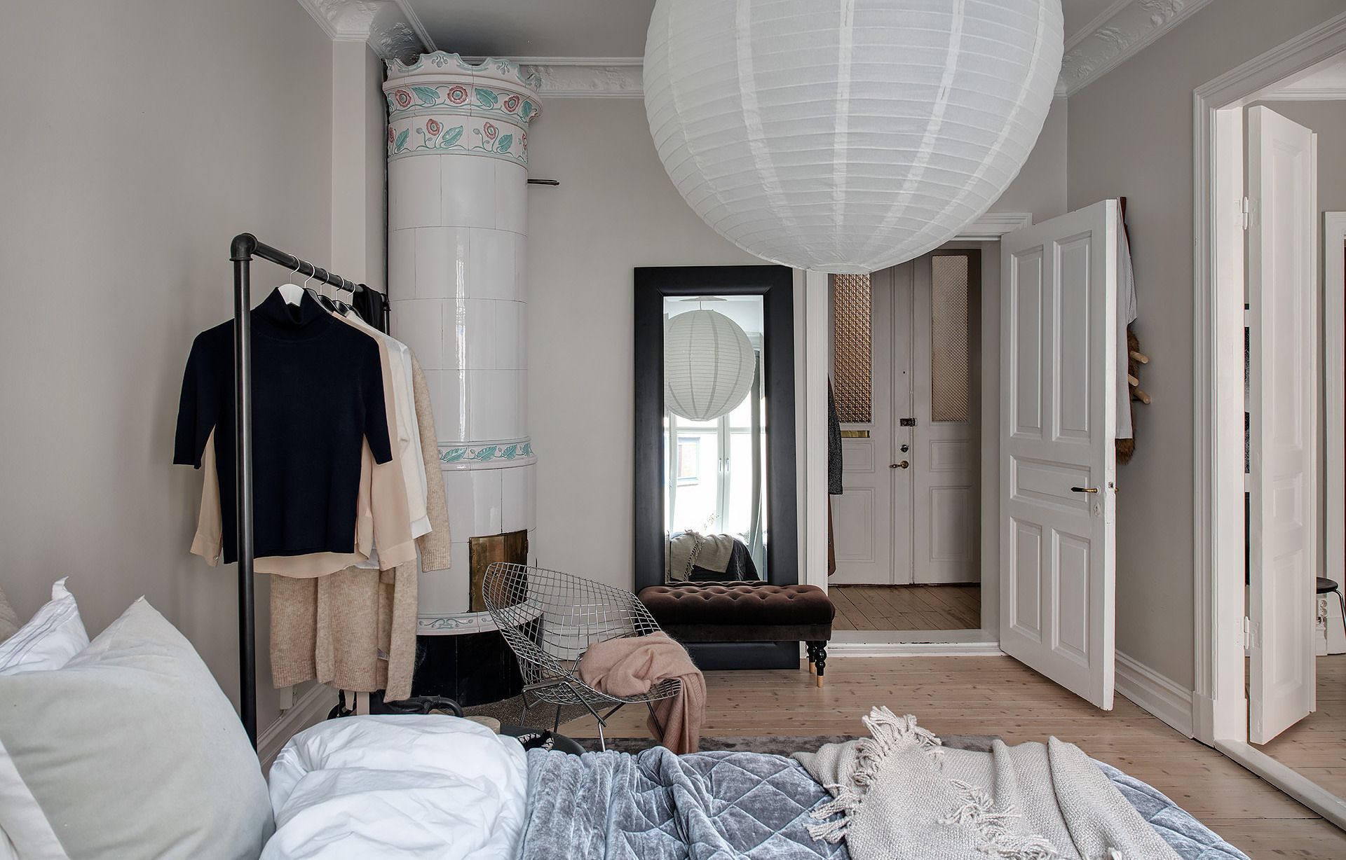 Уютная двушка в Швеции с камином в спальне