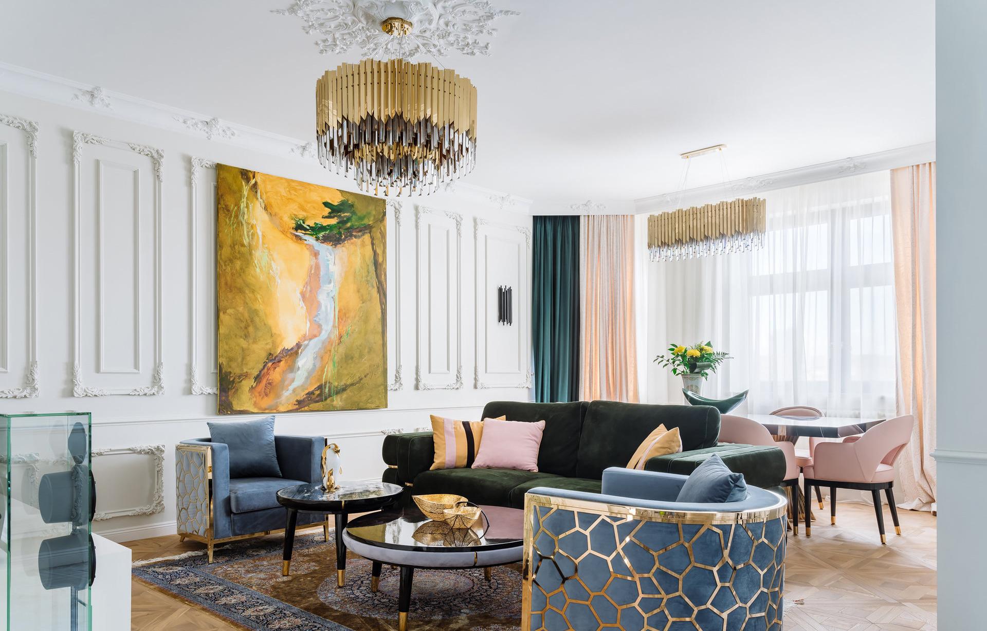 Богатая отделка и сочные цвета: красивый интерьер в Москве