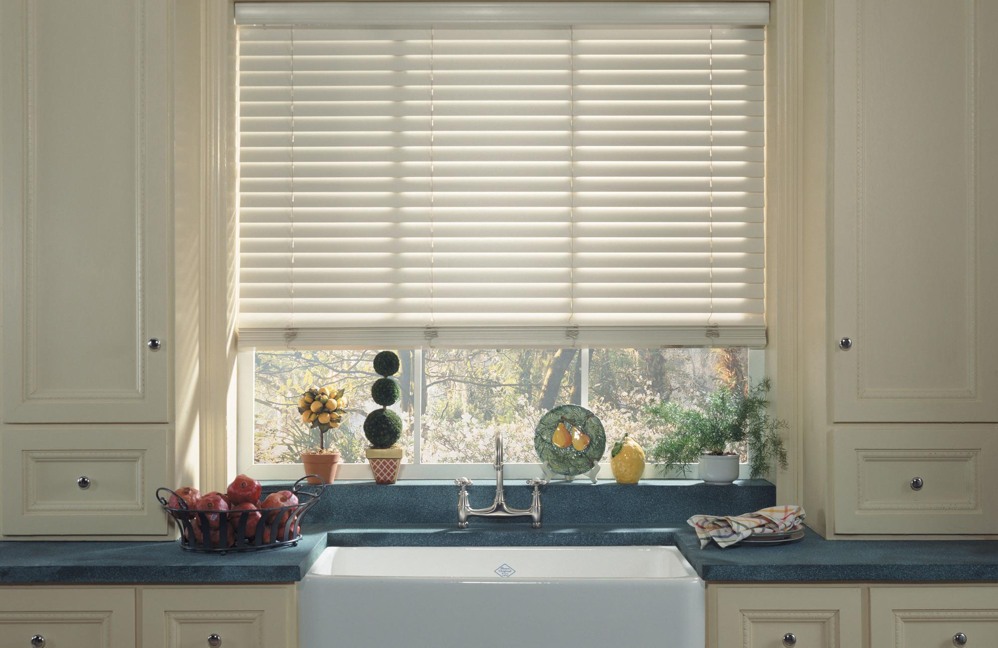 Вертикальные тканевые жалюзи на окна надежная защита от солнца