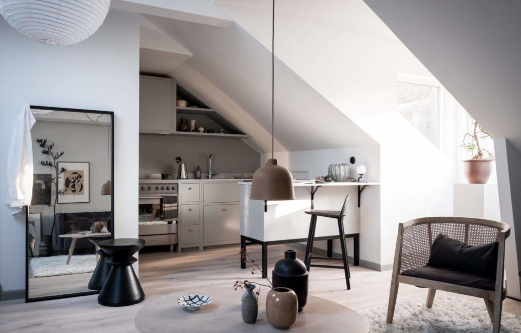 Удобна ли жизнь в мансарде: пример квартиры в Швеции